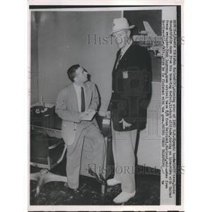 1952 Press Photo Bob Kurland of Olympic Basketball with Reporter Hank Logeman
