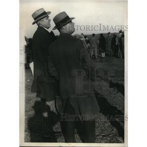 1929 Press Photo Harry K. Thaw with bodyguard in Mitchel Field wait for Bremen