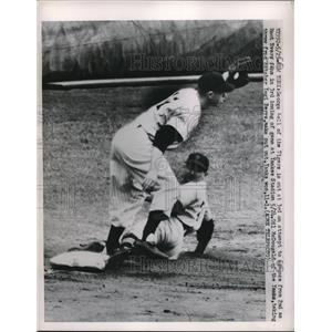 1951 Press Photo George Kell, Tigers, out at 3rd. Gil McDougald tags.