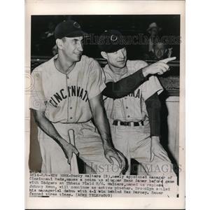 1948 Press Photo Bucky Walter(R), Cincinnati's new manager, talks to Hank Sauer