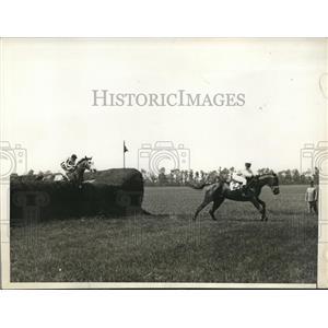 1930 Press Photo Racing Session Rooney Leads Westbury Steeplechase Handicap