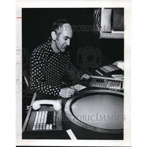 1978 Press Photo Dan Carter Air Traffic Controller Hopkins Airport
