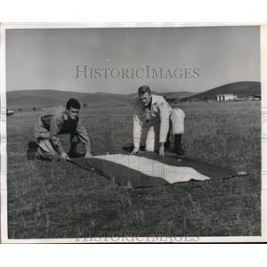1957 Press Photo George & Darrel Sonnichsen of California Parachute Club