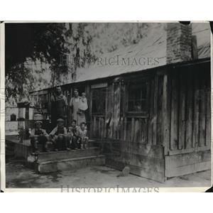 1932 Press Photo Wine Grape Farmer and Family at Home, Fresno, California