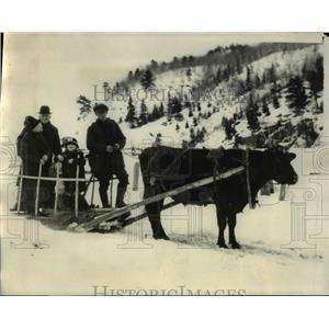 1928 Vintage Press Photo Quebec Natives Meet Crew Bremen at Murray Bay