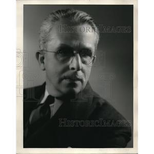 1934 Press Photo Oliver Hinsdell dramatic coach Metro Goldwyn Mayer - nex17572