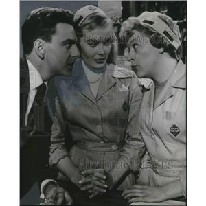 "1960 Press Photo Bob Monkhouse, Shirley Eaton, Dora Bryan chip ""Carry On Nurse"""