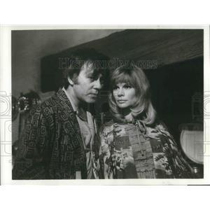 1973 Press Photo John Carson & Joanna Dunham in Possession - orp13290