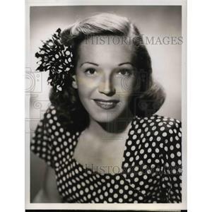 1948 Press Photo Lorette Fillbrandt stars on The Guiding Light CBS Radio Show