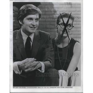 1969 Press Photo Mike Douglas and Tisha Sterling on CBS Playhouse The Experiment