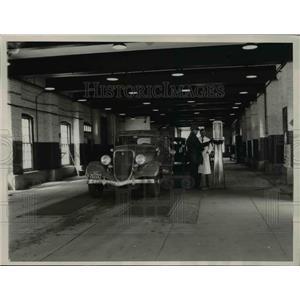 1936 Press Photo Evanston Vehicle Inspection Bureau