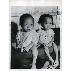 1945 Press Photo Leyte Philippines Filipino babies at a hospital