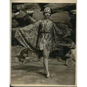 1926 Press Photo Ms Lola Cordova at Manhattan Beach, sporting bathing attire