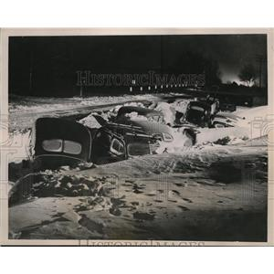 1940 Press Photo Cars snowed-in on highway near New Brighton, Minnesota
