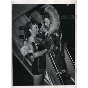 1948 Press Photo Jean Hime & Eskimo Girl Quianna Meet for Hollywood Movie Shoot