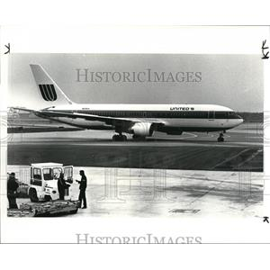 1983 Press Photo New United Airlines 767 at Hopkins Airport