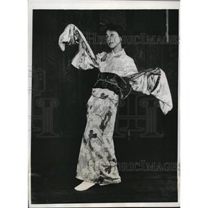 1932 Press Photo Miss Masung Komai performing a classical Japanese dance