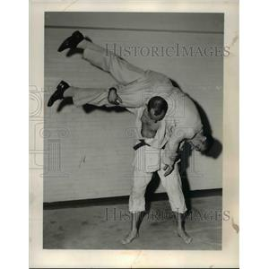 1954 Press Photo Ken O'Connel thrown by Bill Gavel on a judo match