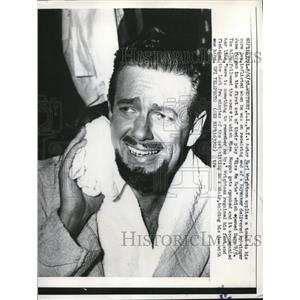1958 Press Photo Westbury NY actor Earl Wrightson punched by Jane Morgan