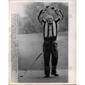 1962 Press Photo Phil Rodgers Throws Up Hands at PGA Tournament at Aronimink