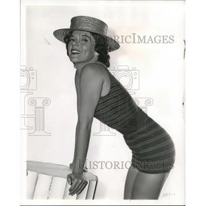 1958 Press Photo Jacqueline Scott plays spy in The Iron Curtain Caper