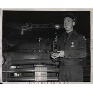 1951 Press Photo Kenneth A. Folck, a driver for Lee & Eastes, Inc. Portland, Ore