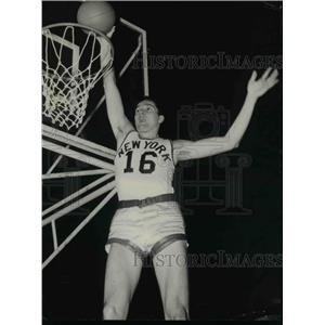 1958 Press Photo Tony Lavelli Sinks Shot at New York Knickerbockers Practice