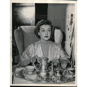 1957 Press Photo Betty Davis