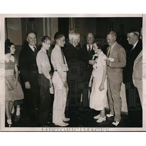 1936 Press Photo John N. Garner presents honor medals at Harry Moore School