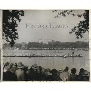 1930 Press Photo Princeton wins Freshman Navy Crew on Lake Carniege - nes24664