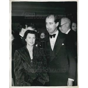 1953 Press Photo World Famous Test Pilot Attende Film Premiere Meville Duke