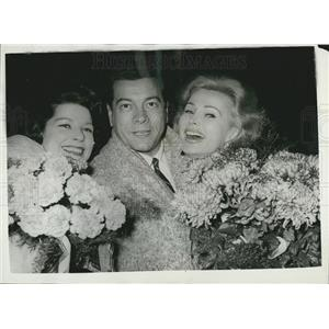 1958 Press Photo Mario Lanza With Wife And Zsa Zsa Gabor in Berlin