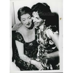 1958 Press Photo Bette Davis and Anna Magnani Meet in Rome