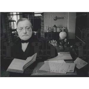 1973 Press Photo Arthur Lowe Stars As Louis Pasteur