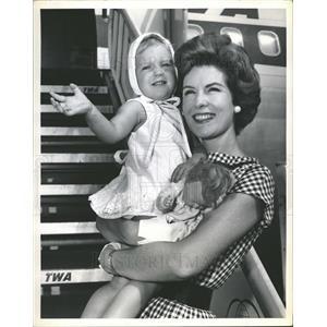 1961 Press Photo Actress  Julia Meade  and daughter Caroline