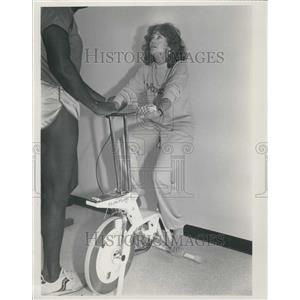 "Press Photo Actress Jane Fonda at the opening of her ""Workout"" exercise salon"
