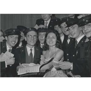 1960 Press Photo Maria Candido & a group of happy telegraphists.