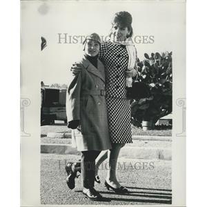 1967 Press Photo Gina Lollobrigida And Her Son Milko In Nice