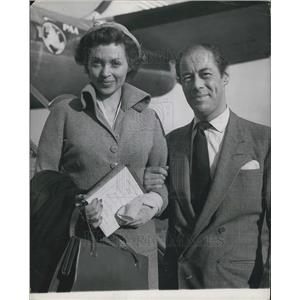 1949 Press Photo Actor Rex Harrison With Wife Arriving London Airport