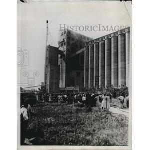 1934 Press Photo Six Die in St Louis Grain Elevator Crash