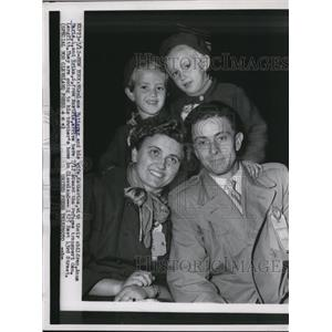 1955 Press Photo of the Futterer family aboard the a refuge vessel
