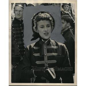 "1957 Press Photo Beatrice Lillie ""Around The World In 80 Days"" - orp17627"