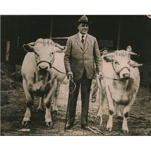 1917 Press Photo George Stallings at Atlanta Ga fair with cattle
