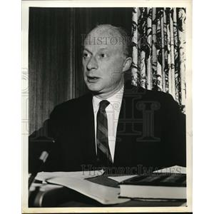 1960 Press Photo Norman Lloyd stars in Alfred Hitchcock Presents TV show