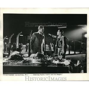 1964 Press Photo Sterling hayden Pat Hingke Scrooge - orp18671