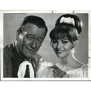 1968 Press Photo John Wayne and Claudia Cardinale star in Circus World