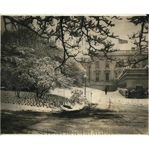 1924 Press Photo The White House in Wash DC & grounds covered in snow