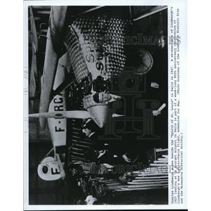 1987 Press Photo Charles Lindbergh beside the Spirit of St. Louis in Paris