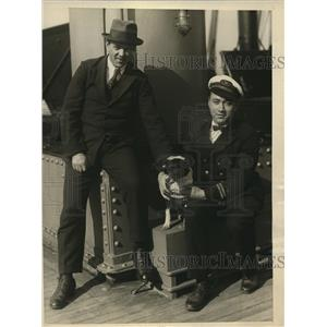 1925 Press Photo Hans Kristor gives German police dog Teddy to Adrian Kennedy