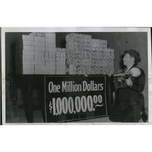 1940 Press Photo Dallas Republican Nat'l Bank Million Dollars on Anniversary